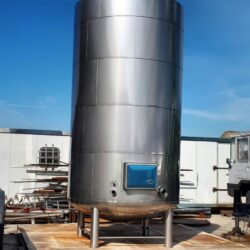 Insulated and heated palm oil storage tank