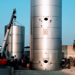 Two-storey tank, independent from each other, fully insulated, cooled and both motorized for milk processing