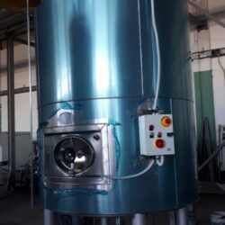 Motorized and insulated HL 200 tank for caustic soda